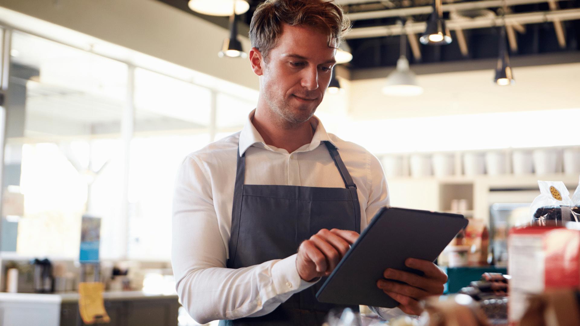 Expérience client en boutique - aide à la recherche de produit avec tablette tactile